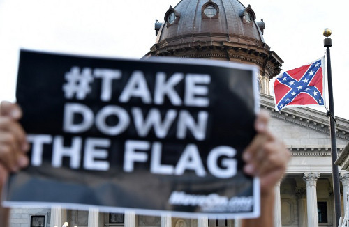 Hundreds of people protest against the Confederate flag during a protest rally in Columbia, South, Carolina on June 20, 2015. (AFP)