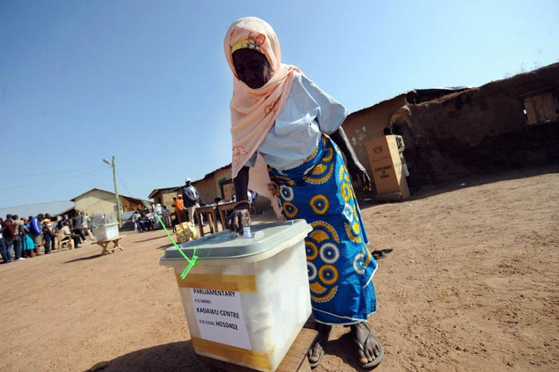 A woman casts her ballot at the Bole polling station, in the Bole Bamboi constituency of northern Ghana on December 7 2012. (AFP)