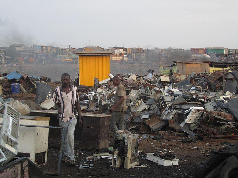 Ghanaians working in Agbogbloshie. (Pic: Wikimedia/Marlenenapoli)
