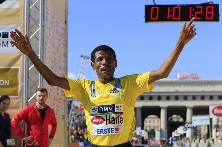 Haile Gebrselassie celebrates after winning his third consecutive Vienna half marathon on April 14 2013. (Pic: AFP)