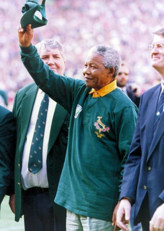 Nelson Mandela, dressed in a number 6 Springbok jersey, celebrates after South Africa beat the All Blacks by 15-12 to win the 1995 Rugby World Cup on June 24 1995. (Pic: madiba.mg.co.za)