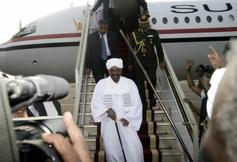 Sudanese President Omar al-Bashir arrives in Khartoum from Johannesburg on June 15 2015. (Pic: AFP)